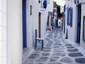 Cobblestone Alley in Mykonos, Greece 6' x 8' (1,83m x 2,44m)