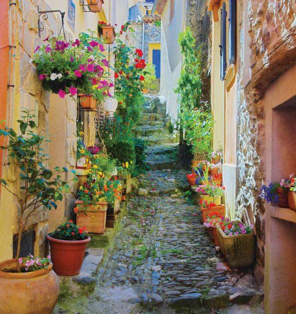 Narrow Street in Provence, France 7.5' x 8' (2,29m x 2,44m)
