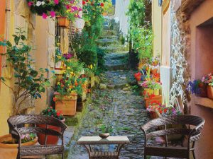 Narrow Street in Provence, France 7.5' x 8' (2,29m x 2,44m)