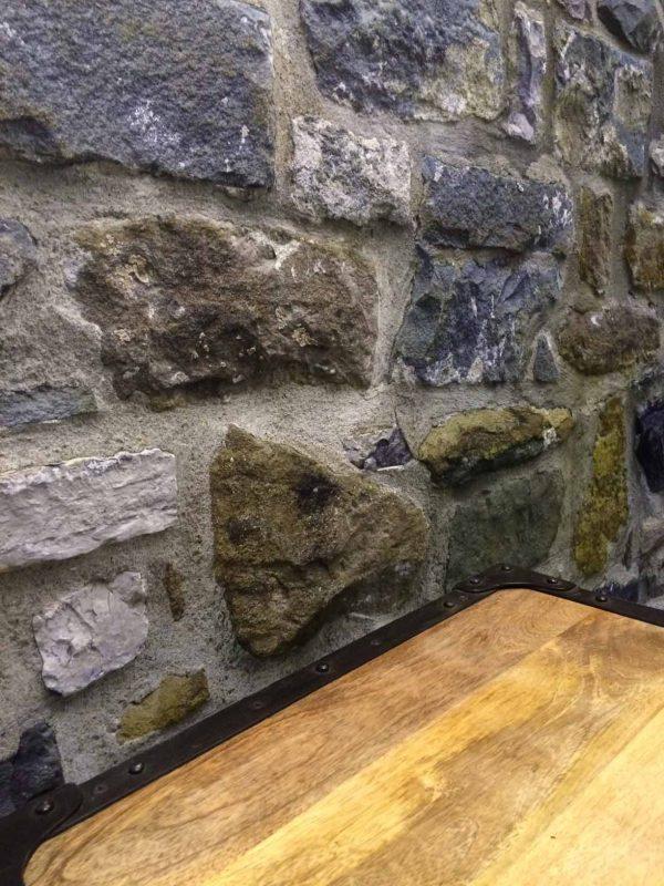 Stone Wall 19.5' x 8' (5,94m x 2,44m)