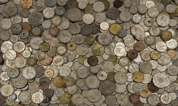 Coins of the World 15' x 9' (4,57m x 2,75m)
