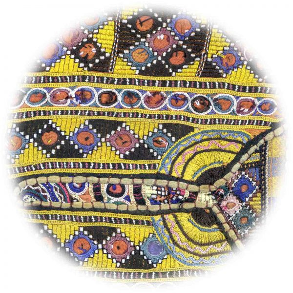 Indian Yellow Embroidery 12' x 8' (3,66m x 2,44m)